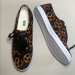 Keep brand pretzel sneakers. New w/o box sz 10